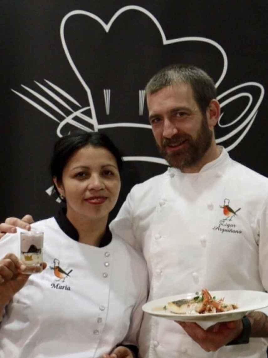 María y Zigor, los encargados de las cocinas del restaurante y eventualmente de las de la escuela y el hotel.