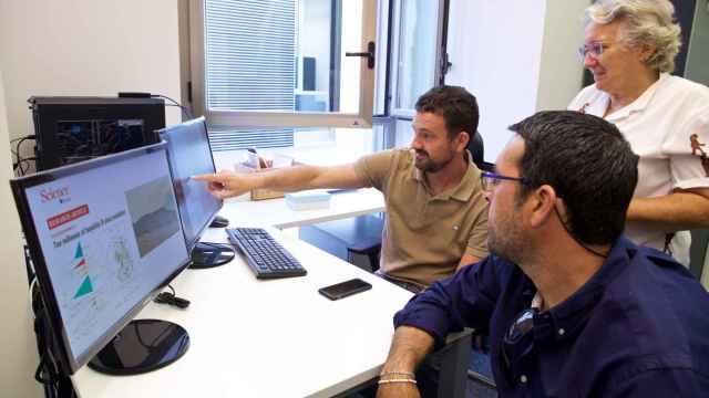 Los investigadores alicantinos tras la publicación del informe en el que han colaborado.