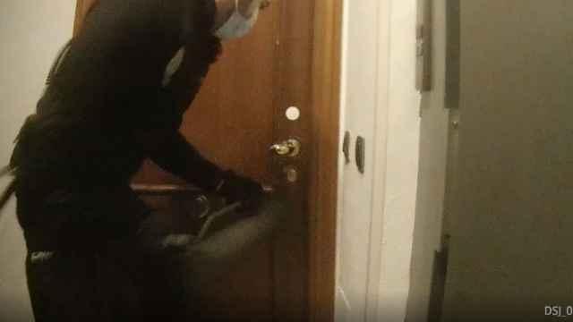 Fotograma del vídeo que captaron las cámaras corporales durante la operación.