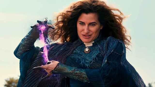 Kathryn Hahn como Agatha Harkness en 'Bruja Escarlata y Visión'.