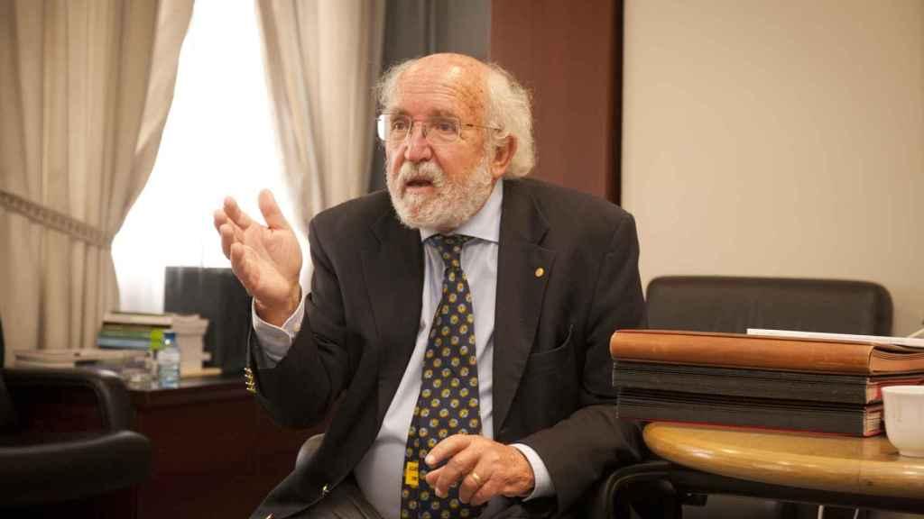 Michel Mayor, premio Nobel de Física 2019, durante la entrevista con D+I. Foto: F. RAMÓN ARECES.