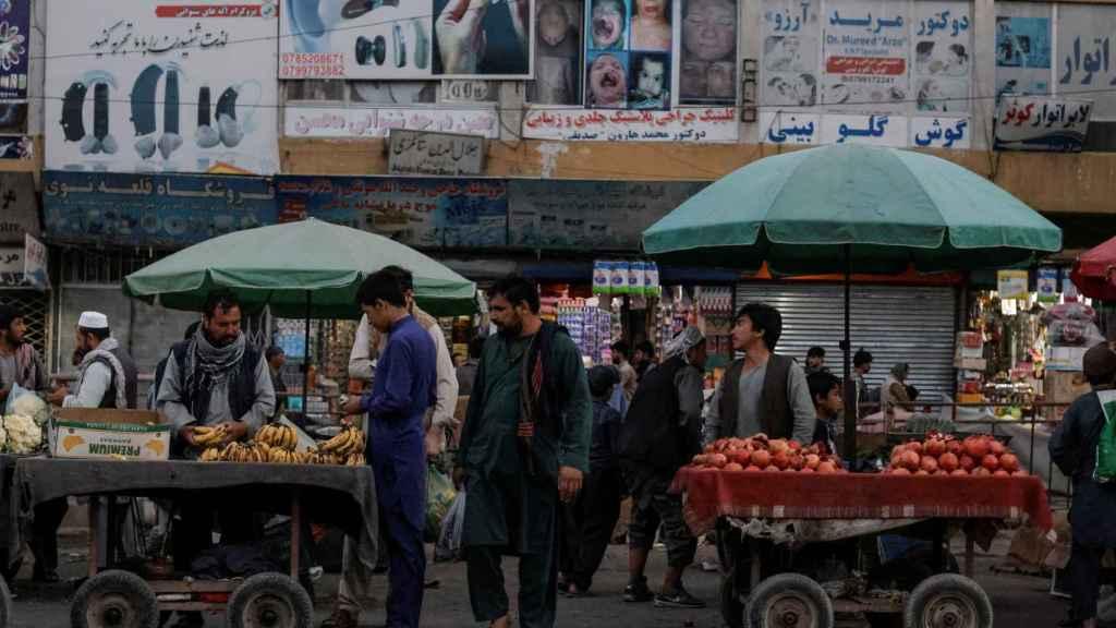 Un mercado de frutas en Kabul, Afganistán.