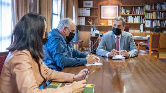 Corroto, Fresneda y Tierraseca, de izquierda a derecha, durante la reunión.