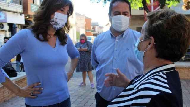Blanca Fernández, a la izquierda, este viernes en Porzuna (Ciudad Real).