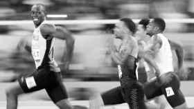 Bolt imponiéndose a todos sus rivales.