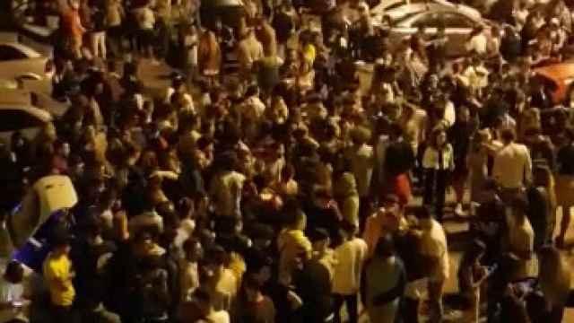 El macrobotellón de Cartagena que se ha saldado con cuatro heridos por arma blanca.