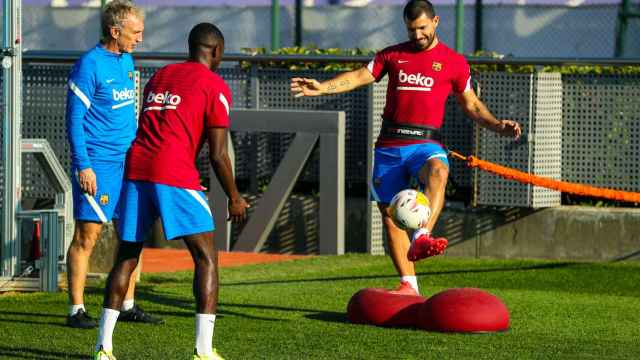 Ousmane Dembélé y Kun Agüero, entrenando con el Barça