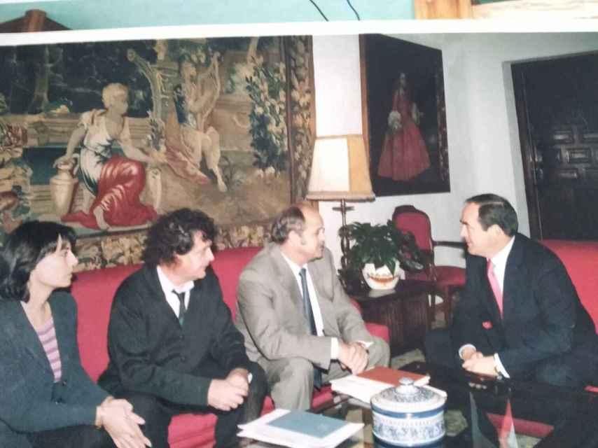 El exalcalde de Villalgordo, Fernando Moreno, con el exteniente de alcalde Pedro Chicano y el expresidente de Castilla-La Mancha, José Bono.