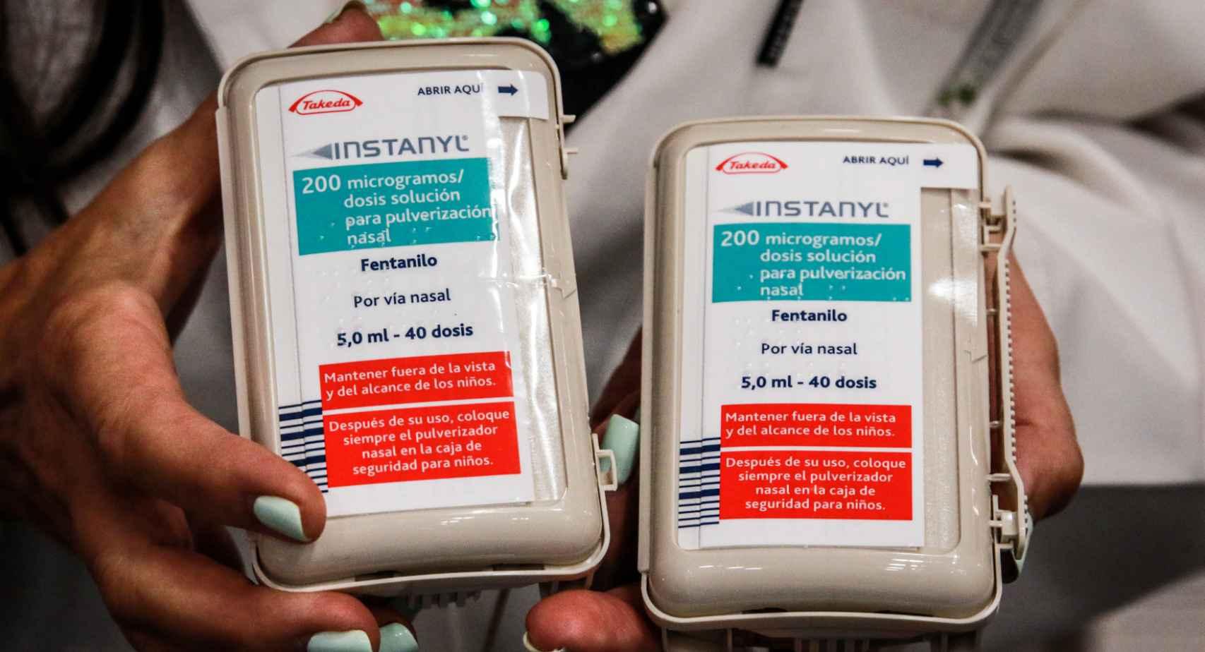 Dos envases de fentanilo de administración nasal.