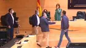 Pedro González y Alberto Castro son separados por los presentes