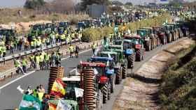 Una tractorada de agricultores y ganaderos en una imagen de archivo.