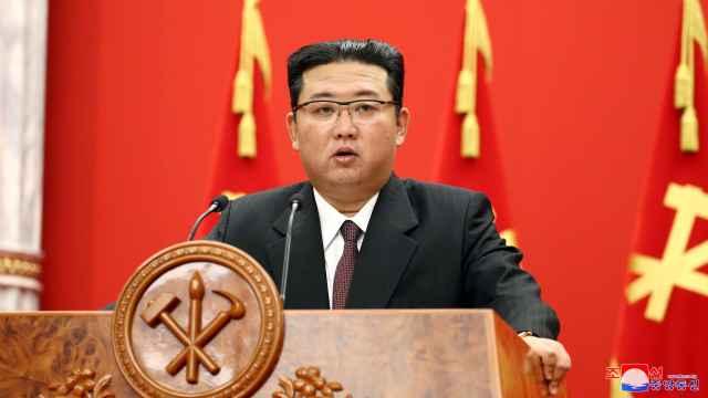 Kim Jong-un durante su discurso con motivo del 76 aniversario del Partido de los Trabajadores.