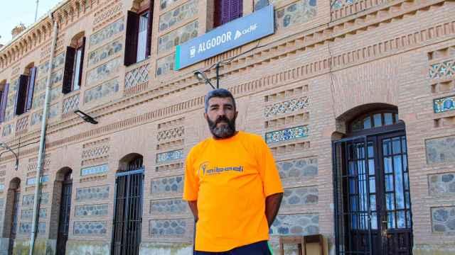 Jose, a las puertas de la estación de Algodor.