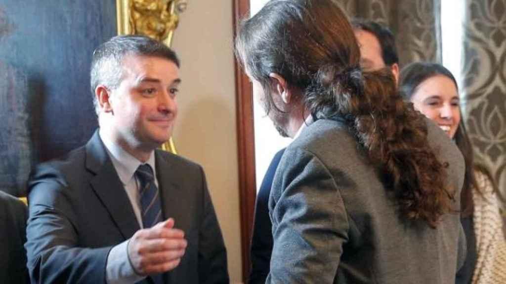 Iván Redondo y Pablo Iglesias, tras firmarse el acuerdo de Gobierno en 2019.