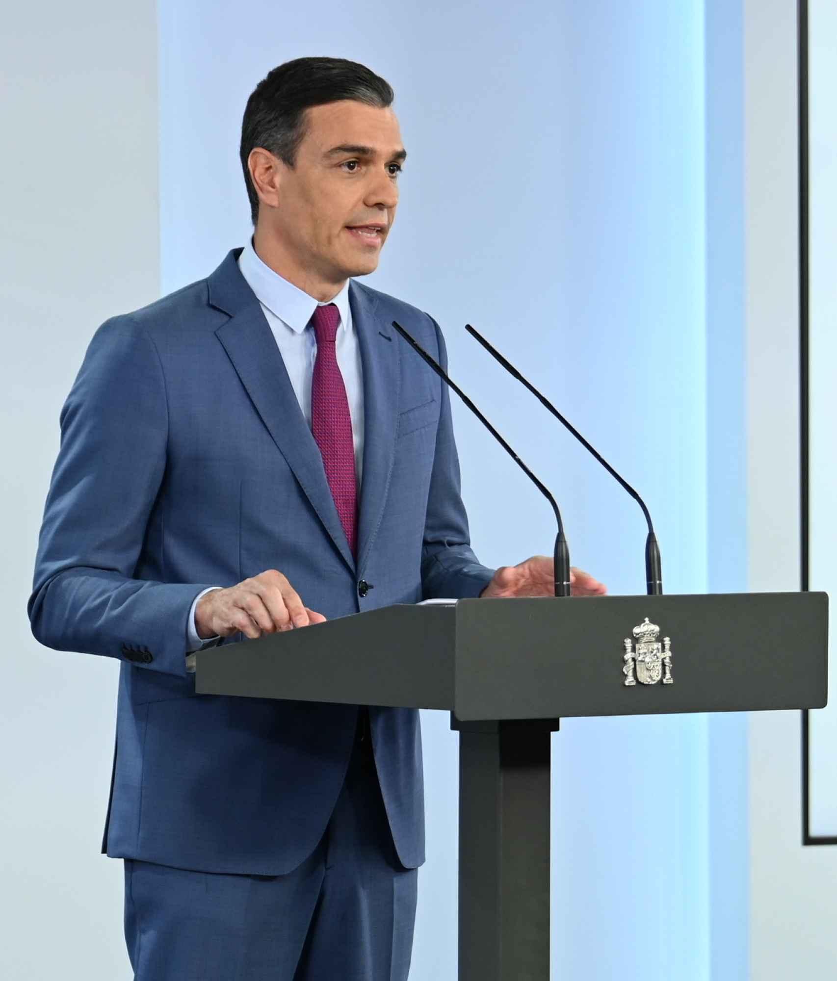 Sánchez anuncia la salida de Redondo.