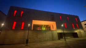 El edificio de la Diputación de Zamora luce los colores de la bandera nacional