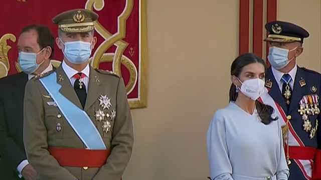 Los Reyes Felipe VI y Letizia en el desfile del 12 de octubre.