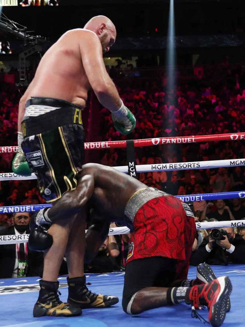 Tyson Fury dejó KO a Deontay Wilder