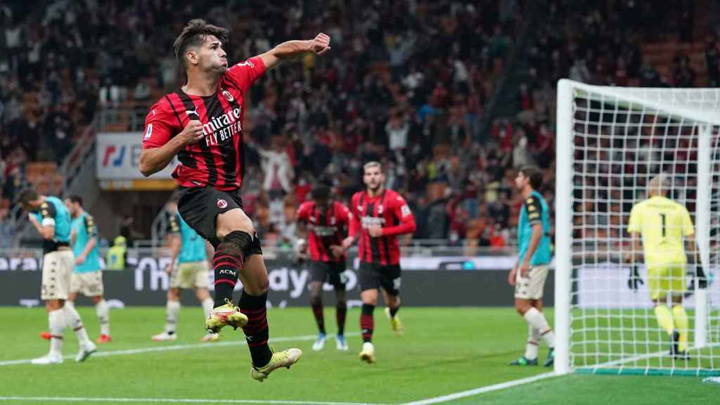 Brahim Díaz celebra un gol con el AC Milan