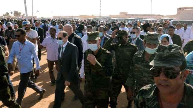 El líder del Frente Polisario, Brahim Ghali, visita el campo de refugiados de Dakhla.