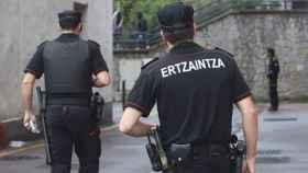 Los agentes de la Ertzaintza investigan lo ocurrido.