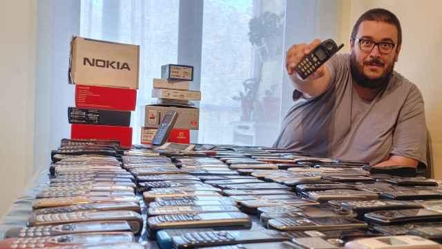 David Gutiérrez Mora tiene una colección de 321 teléfonos de la marca Nokia.