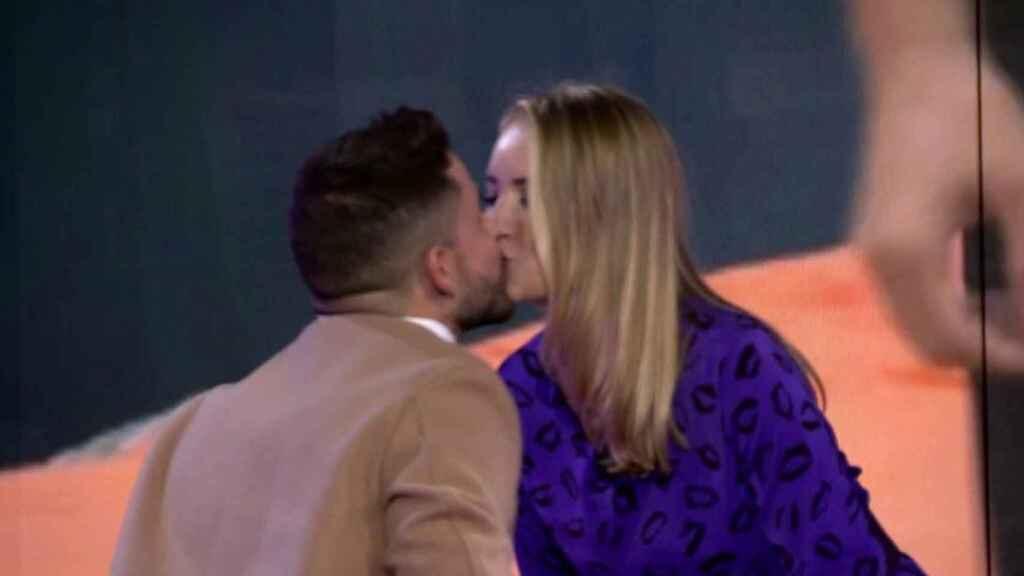 Alba Carrillo reaparece en 'Secret Story' tras su espantada y besa a Frigenti como castigo