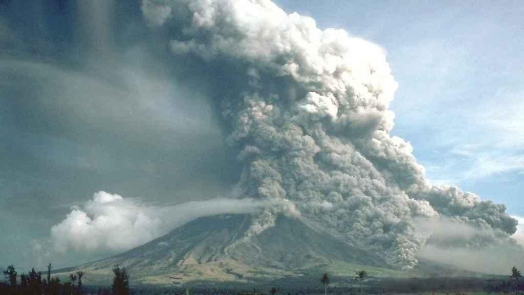 Flujos piroclásticos durante la erupción del Monte Mayón en 1981