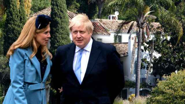 Boris Johnson y Carrie Symonds en un montaje de Jaleos.