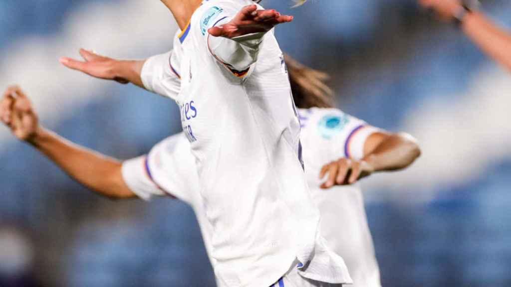 Caroline Moller celebra un gol con el Real Madrid Femenino en la Women's Champions League 2021/2022