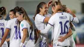 Piña de los jugadoras del Real Madrid Femenino para celebrar un gol en la Women's Champions League 2021/2022