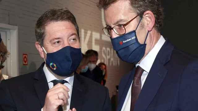 Emiliano García-Page, presidente de Castilla-La Mancha, junto a Alberto Núñez Feijóo, presidente de Galicia en el 'Wake UP'. Foto: Esteban Palazuelos