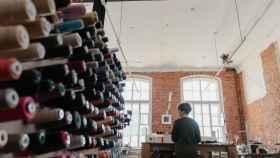 El incremento de la demanda de productos textiles ha aumentado el consumo de fibras sintéticas derivadas del petróleo