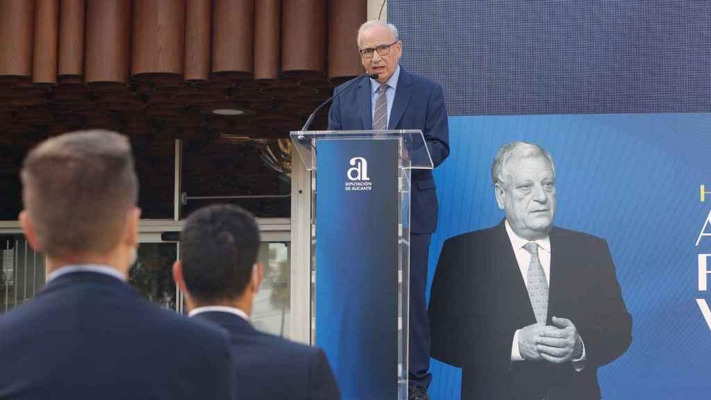 El ex vicepresidente del Gobierno, el socialista Alfonso Guerra, este miércoles en Alicante. Efe