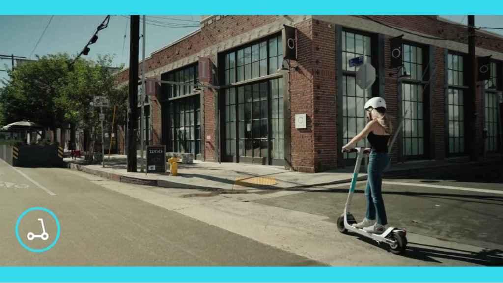 La tecnología alerta cuando se usa el patinete por la acera.