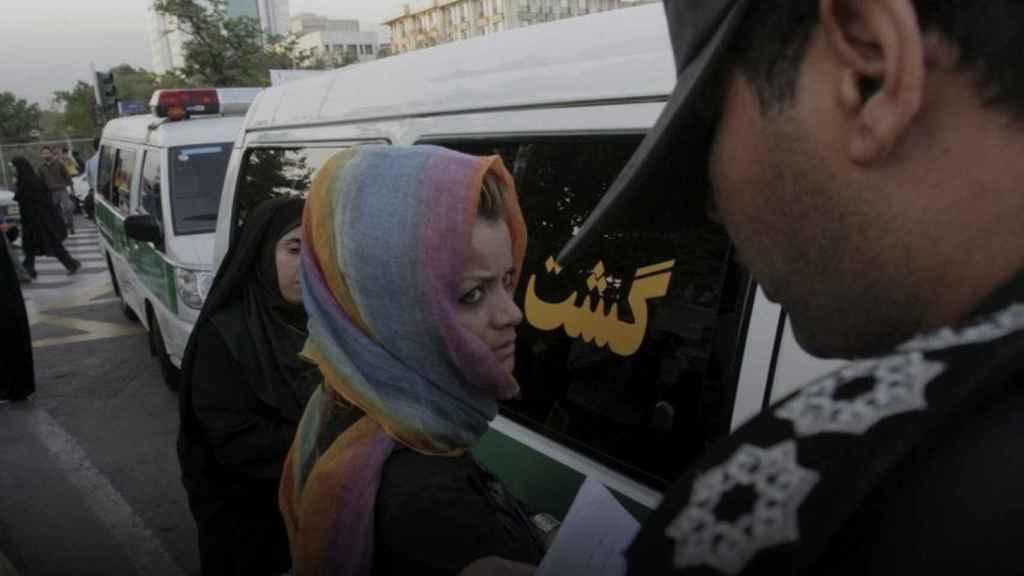 Guardianes de la moral iraníes.