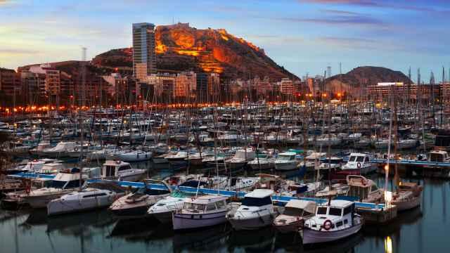 El Puerto de Alicante rechaza ampliar el proyecto de la marina de Puerta del Mar para acoger 'megayates'.