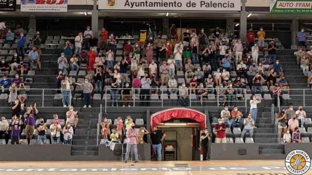 Grada del Pabellón Municipal de Palencia durante el encuentro