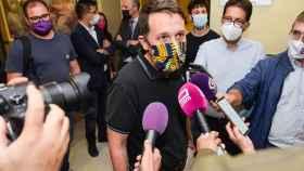 Pablo Iglesias durante su atención a los medios de comunicación este miércoles en Guadalajara.