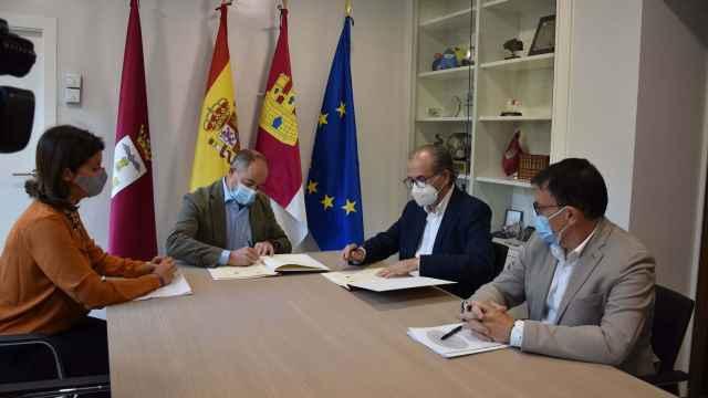 Firma del convenio entre el Ayuntamiento de Albacete y el Centro Integrado de Formación Profesional de Aguas Nuevas