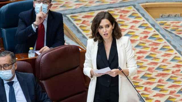 La presidenta de la Comunidad de Madrid, Isabel Díaz Ayuso, en la sesión de control al Gobierno regional este jueves. EP