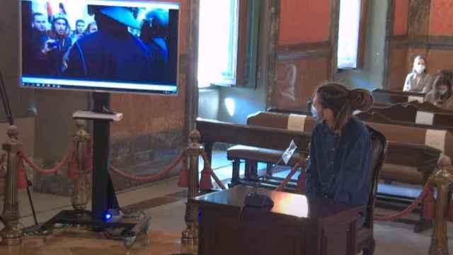 Alberto Rodríguez observa durante el juicio los videos del enfrentamiento con la Policía./