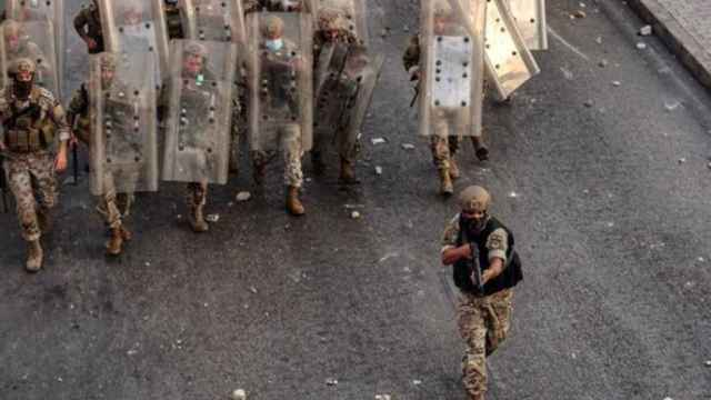 Soldados de Líbano durante una protesta en Beirut.