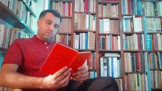 Yván Pozuelo,  gijonés de 47 años, es profesor de francés y doctor en Historia.