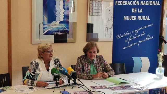 Juana Borrego, presidenta nacional de FEMUR y Elena García, secretaria general