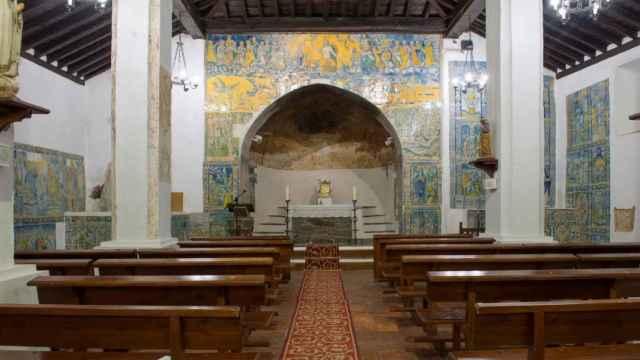 Imagen de las preciosa azulejería de la ermita de Piedraescrita. (Foto: Twitter)