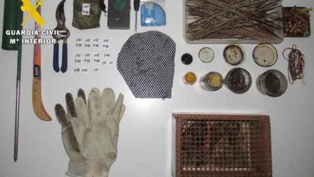 Material aprehendido al hombre que capturaba los jilgueros silvestres en Las Merindades - GUARDIA CIVIL
