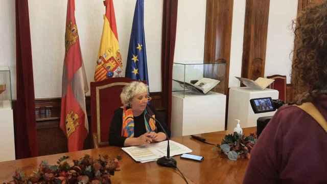 Encarnación Pérez, durante su comparecencia ante los periodistas en la Subdelegación del Gobierno