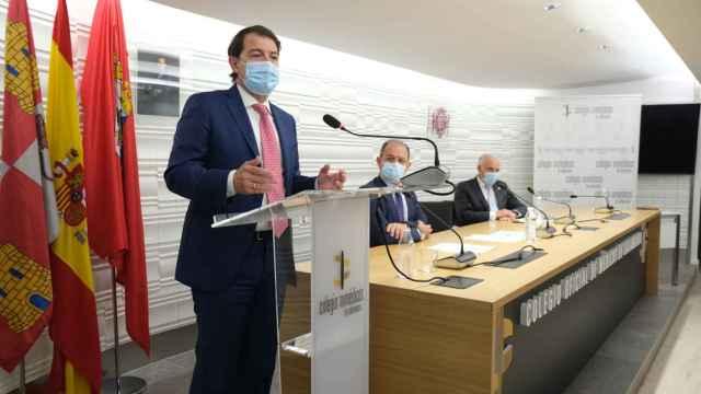 Mañueco,  durante su intervención en el Colegio de Médicos de Salamanca