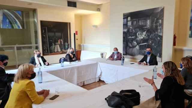Javier Maroto en la reunión con los peluqueros de Zamora